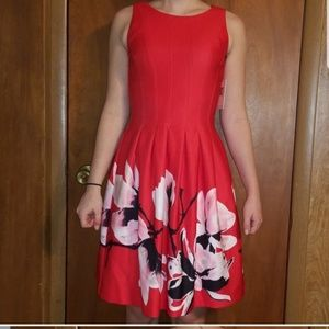 Ivanka trump dress size 2 Red floral with pockets